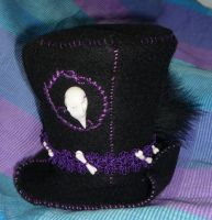 Crowhead - Miniature Tophat by Hedgefairy