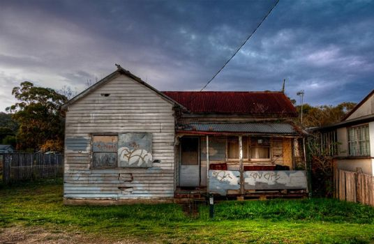 Abandoned House by dbunited