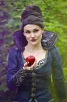 Poison apple by kasshi69