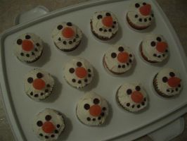 Snowman cupcakes by estranged-illusions