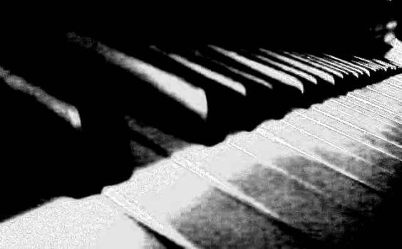 Piano by commanderzab