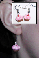 Cupcake Earrings by UniqueTreats