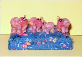 little pink elephants by Glasmagie