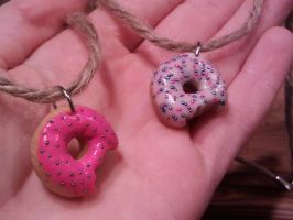 donut necklaces by Saramuss