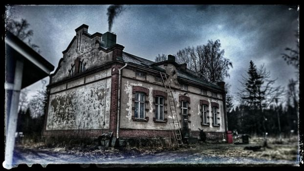 ghosthouse :-)  by wereragonfin