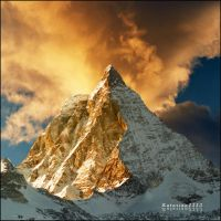 Golden peak by jup3nep