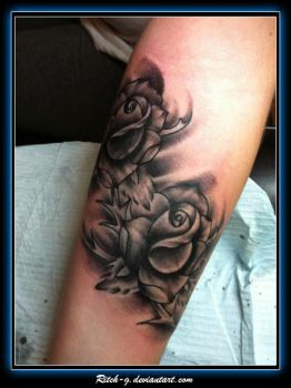 Black and Gray Roses by ritch-g