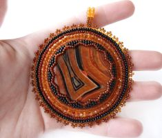 Ginger bead embroidered pendant with agate by nikkichou