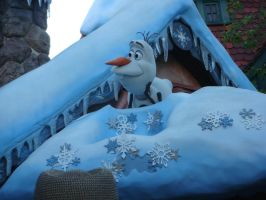 Olaf is talking on Disney Frozen's snow hut roof by Magic-Kristina-KW