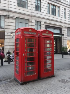 Red telephone box - Untouched by woodsman2b
