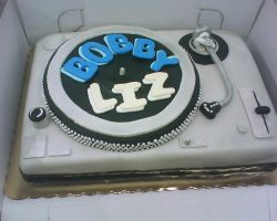dj turn table cake by nlpassions