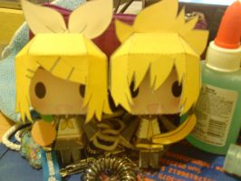 Rin and Len Kagamine Papercraft by chansan18