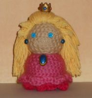 Princess Peach Amigurumi by Craftigurumi