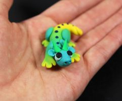 Teeny baby dragon! by RaLaJessR