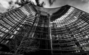 LLoyds of London Checks if she is pretty or not. by dynamick