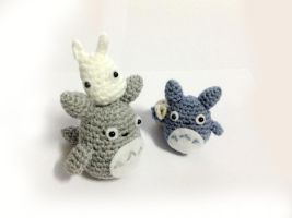 Mini Totoros (Etsy Store) by Rienei