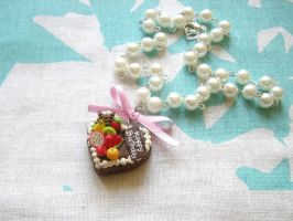 Faux pearl heart cake necklace by Meow-Box