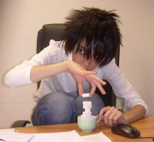 Death Note - L at work by Fengtianshi