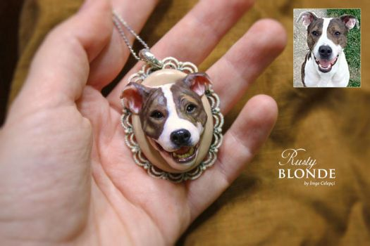 Dog portrait pendant by imge