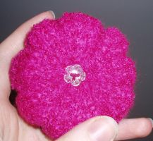Knitted flower pincushion by frozensky86