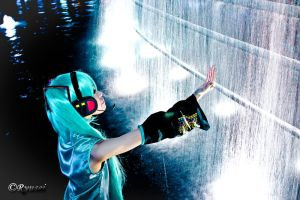 Miku - waterfall by Ryusei-R1