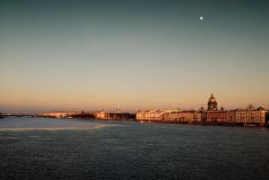 Moon over the city by xrust