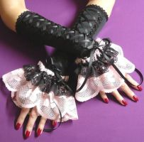 Black and pink Lolita Gloves by Estylissimo