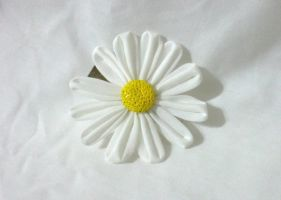 Daisy kanzashi clip by EruwaedhielElleth