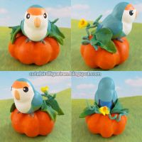 Pumpkin on pumpkin - lovebird figurine by emmil