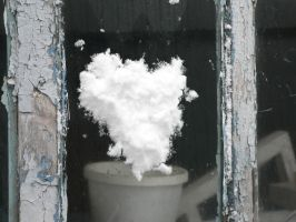 Snow heart by Aslehill12