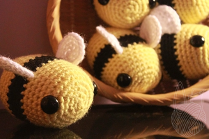 Big Bumble Bees 3 by theyarnbunny