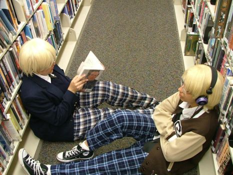 APH: Chillin on the floor by DifferentWaysToCry