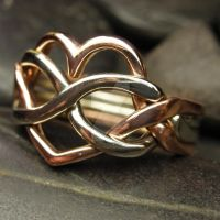 Bi color heart shape puzzle ring by nellyvansee
