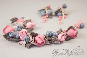 Jewelry set with roses and blueberries from polyme by polyflowers