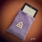 Crochet Kindle case with celtic Trickele by Tofe-lai