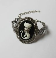 Cat cameo bracelet by Pinkabsinthe