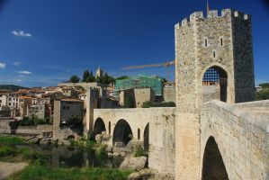 The Road into Besalu by solnascens