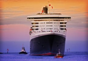 Queen Mary 2 by Flashcrow