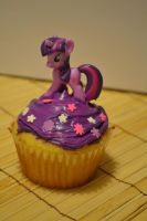 Twilight Sparkle Cupcake 2 by Liebatron