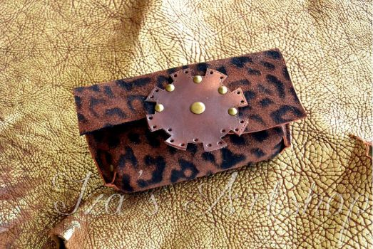 Spotted Small Leather Pouch with a Gear by izasartshop