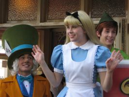 Alice tells her joke by DisneyLizzi