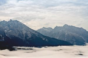 Misty Mountains by gietine