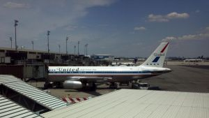 Retro United A320 at Newark by PaulRokicki