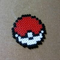 Pokeboll Pearler Beads by lAmikol