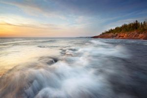 Waves of Lake Superior by tfavretto