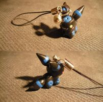 Shiny Umbreon charm by LauraKitazawa