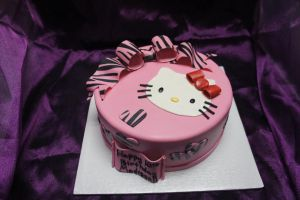 Hello Kitty cake by ninny85310