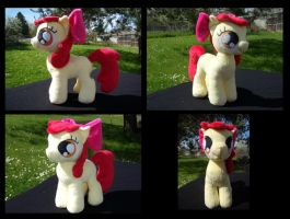 Applesauce Plush by fireflytwinkletoes