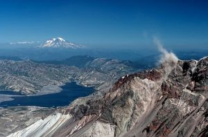 Rock slide on Mt. St. Helens by badchess
