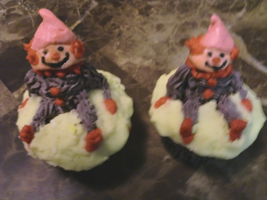 Clown Cupcakes by JenniBee